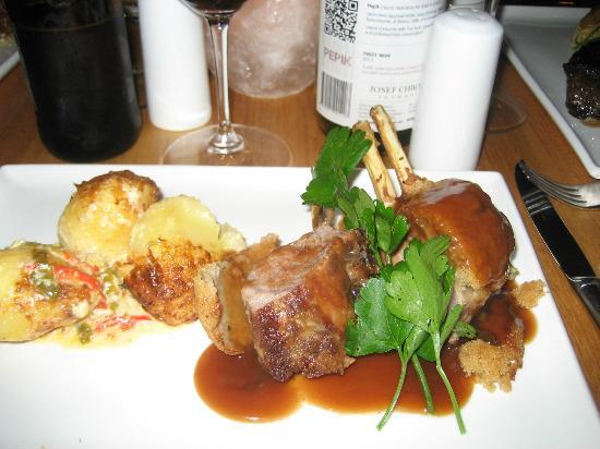 Xanders Brasserie: Lamb rack before vegies added