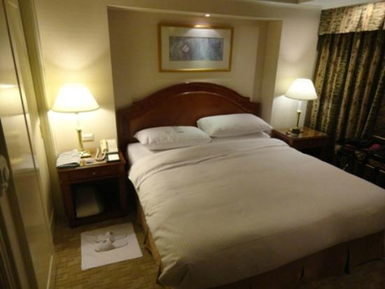 Imperial Hotel Taipei: high quality queen bed