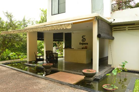 Sojourn Boutique Villas: Entrance to the Hotel