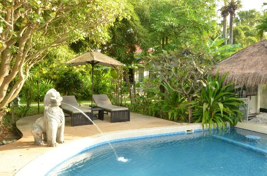Sojourn Boutique Villas: Pool area