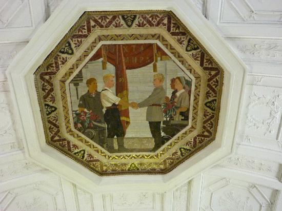 Moscow Metro: Mosaic depicting the happy life in the Soviet Union