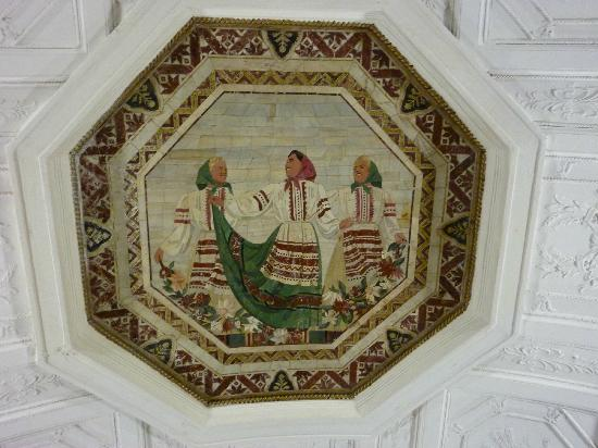 Moscow Metro: More mosaics depicting happiness under the Soviet regime