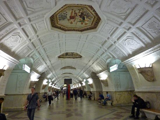 Moscow Metro: Inside the stop with mosaics