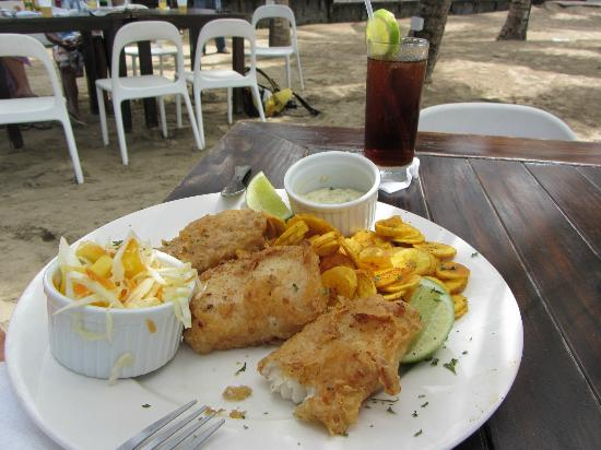 Lazy Dog Beach Bar and Grill Cabarete : Fish 'n' chips