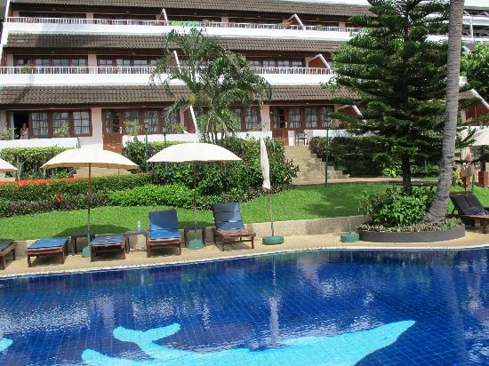 Best Western Phuket Ocean Resort: View from other side of pool to room