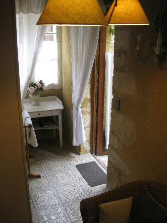 La Lanterne: Courtyard suite entry