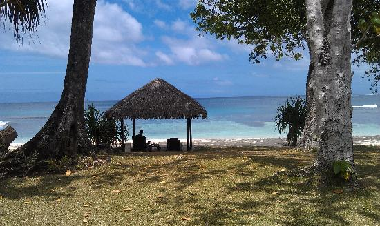 Eratap Beach Resort: Out the front of our Bure - Villa 1 