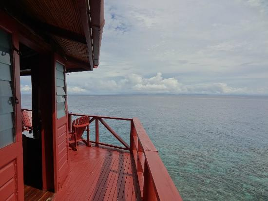 Namena Island Dive Resort: Start of the deck around our bure