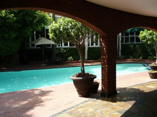 โรงแรมแฟร์ซิตี้ฟัลสตาฟ: My view of the pool from my outdoor seating area
