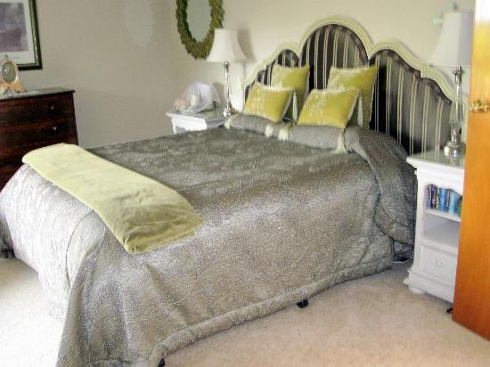 Doolan's Country Retreat: comfortable king bed
