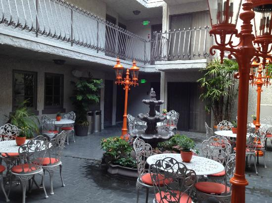 Inn at Venice Beach: Breakfast patio