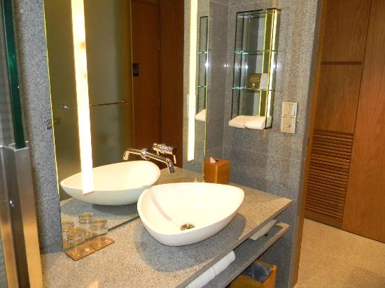 Oasia Hotel Novena, Singapore by Far East Hospitality: Bathroom