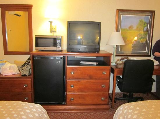 Ramada West Memphis: what you can't see is the worn furniture and carpet