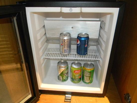 Oasia Hotel Novena, Singapore by Far East Hospitality: Mini bar