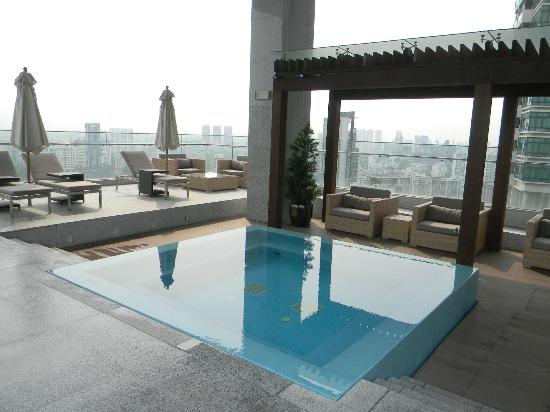 Oasia Hotel Novena, Singapore by Far East Hospitality: Club lounge jacuzzi pic 2