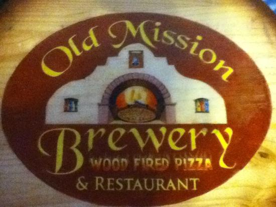 Old Mission Brewery: cerveza artesanal y rica pizza.