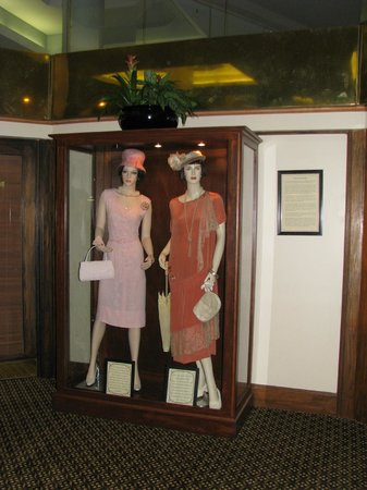 Haywood Park Hotel: Mannequins in lobby