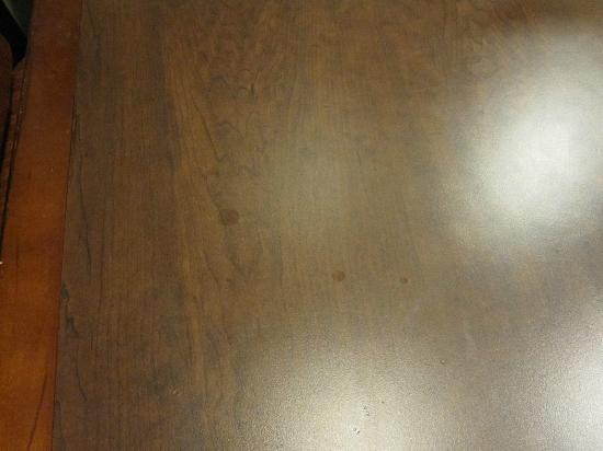Homewood Suites Miami-Airport West: Dirty Table in the room