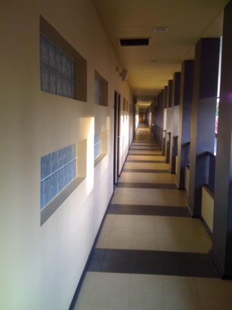 The Surf Hotel: Hotel Corridor