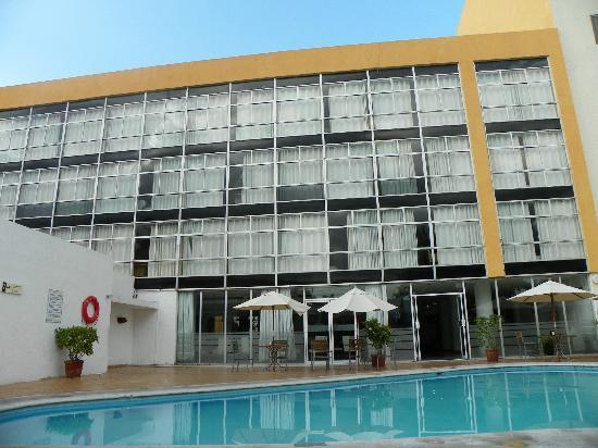 Maria del Carmen Hotel: vista desde la alberca hacia las habitaciones