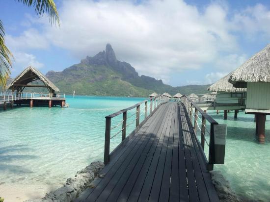 Le Meridien Bora Bora: Caminho para os overwater bungallows