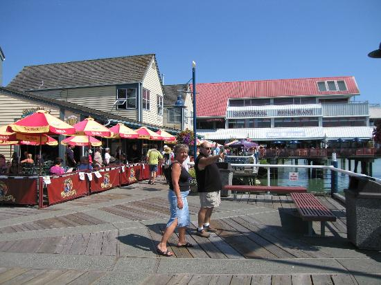 Steveston Heritage Fishing Village: It is always full, great place to have Sunday lunch