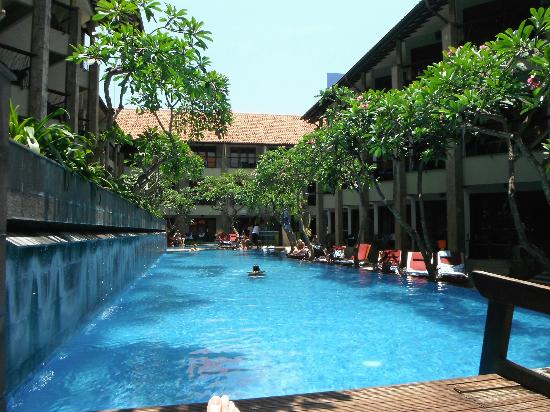 All Seasons Legian Bali: watch the wooden stairs in the pool, they are slippery
