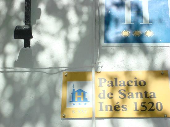 Palacio de Santa Ines: street sign