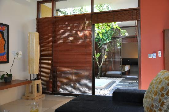 Ubud Green: Hot Tub between rooms and living room