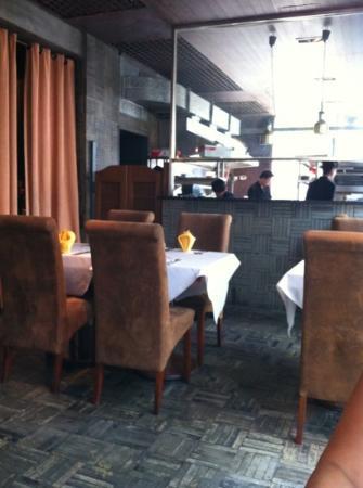 Paradox French Restaurant and Wine Bar: kitchen open to restaurant
