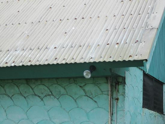 Fiji Hideaway Resort & Spa: nails heavily in place to prevent roof flying off during hurricane