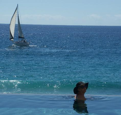 Grand Solmar Land's End Resort & Spa: From the infinity pool the ocean and sail boat