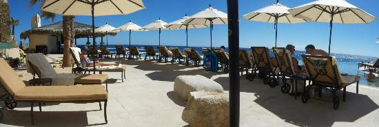 Grand Solmar Land's End Resort & Spa: Brisas pool area many chairs and umbrellas