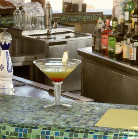 Grand Solmar Land's End Resort & Spa: bar service