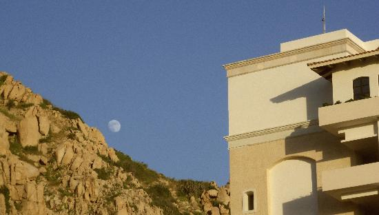 Grand Solmar Land's End Resort & Spa: The moon over the mountains from the pool area