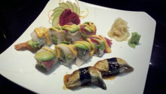 Ronin Sushi and Bar : Tuna sashimi, eel nigiri and a ??? roll.