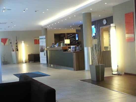 Holiday Inn Express Berlin City Centre-West: Lobby