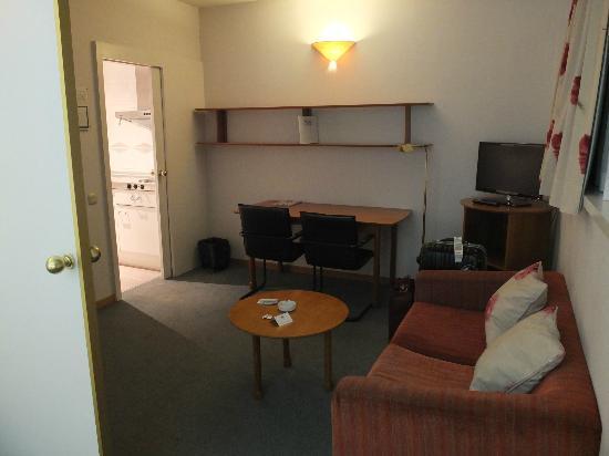 Aparthotel Atenea: 簡單乾淨