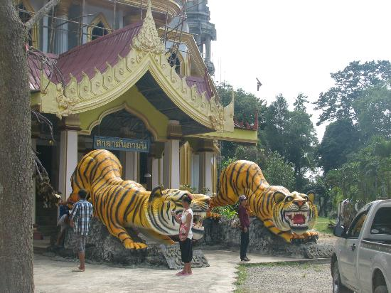 Tiger Cave Temple (Wat Tham Suea) : section of the temple - temple entrance