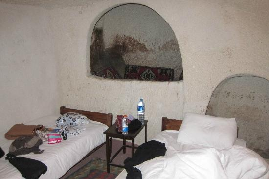 Yasin's Place Backpackers Cave Hotel: the cave room