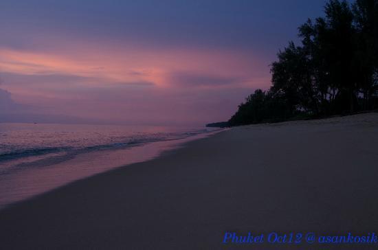 แมริออท ภูเก็ต บีชคลับ: Beach front during sunset