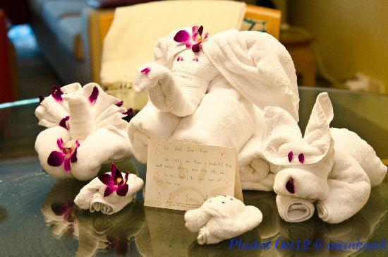 Marriott's Phuket Beach Club: Animal towels ....