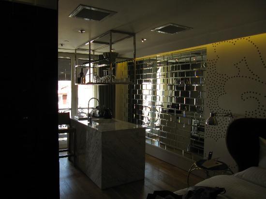 Witt Istanbul Suites: Kitchen Area