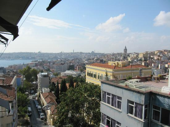 Witt İstanbul Hotel: General view from room balcony on 5th floor