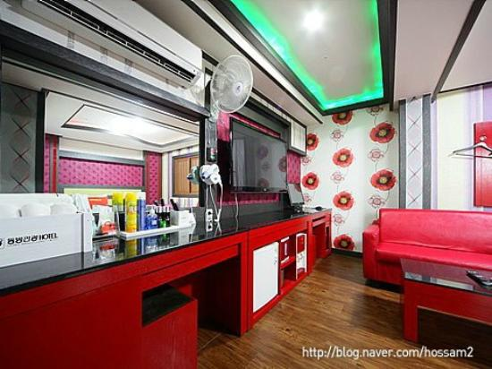Dongbang Tourist Hotel: Air Conditioner and Wide TV