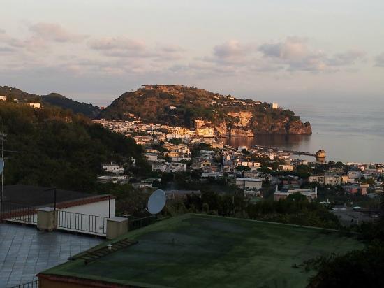 Hotel Villa Sirena: Lacco Ameno dalla Terrazza Solarium