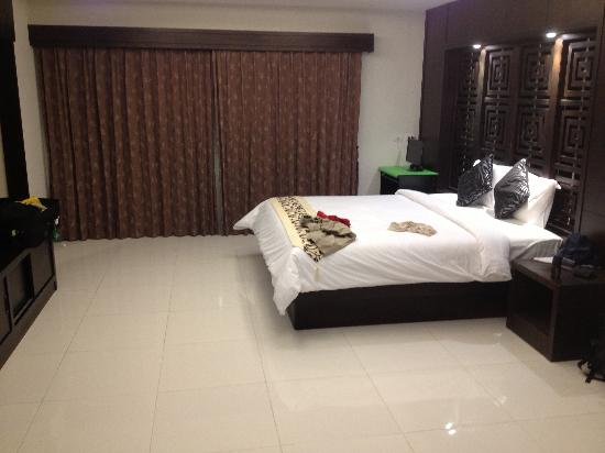 Amata Patong: Bedroom in Suite