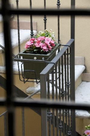 fioriere sul terrazzo interno - Picture of Romeo Giulietta, Verona ...