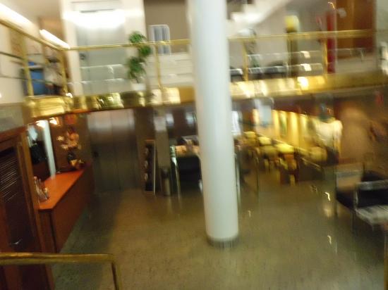 Hotel Sercotel San Jose: Lobby y recepción.