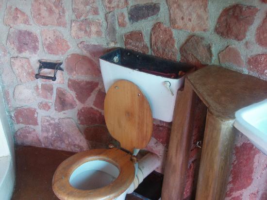 Chizarira Wilderness Lodge: cannibalised and dirty bathroom